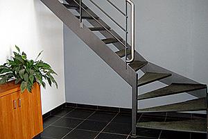 Slegers metaalwerken opglabbeek trappen leuningen for Metalen trap maken